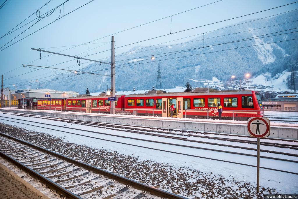 Поезд на станция Йенбах (Jenbach)