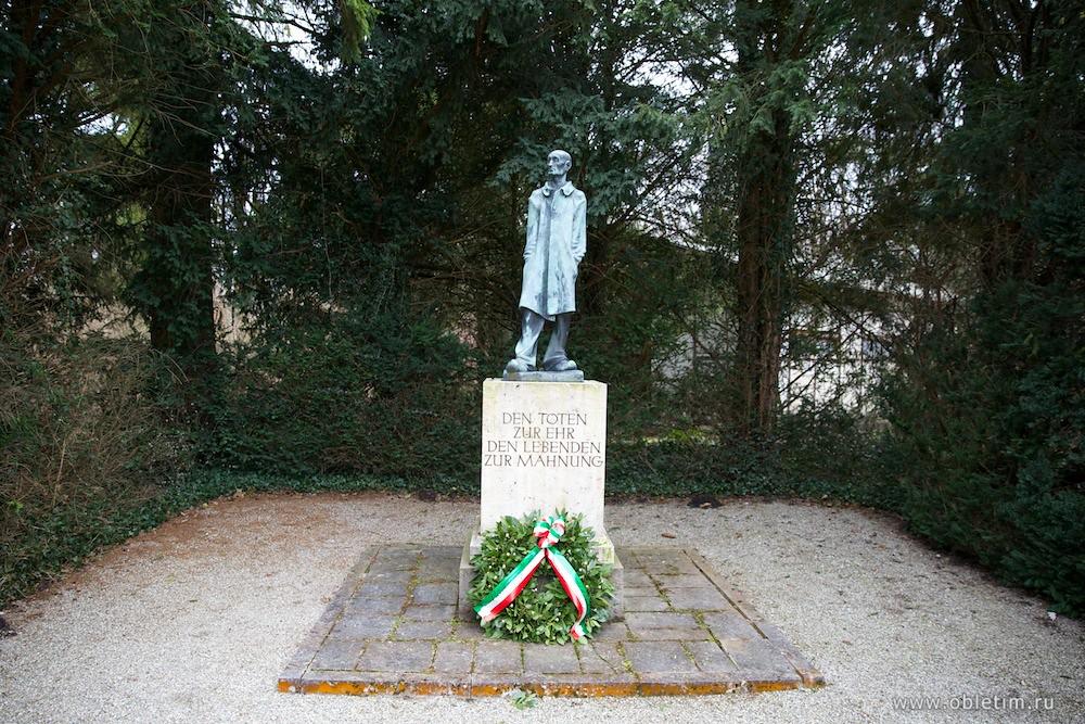 Лагерь Дахау. Памятник человеку.