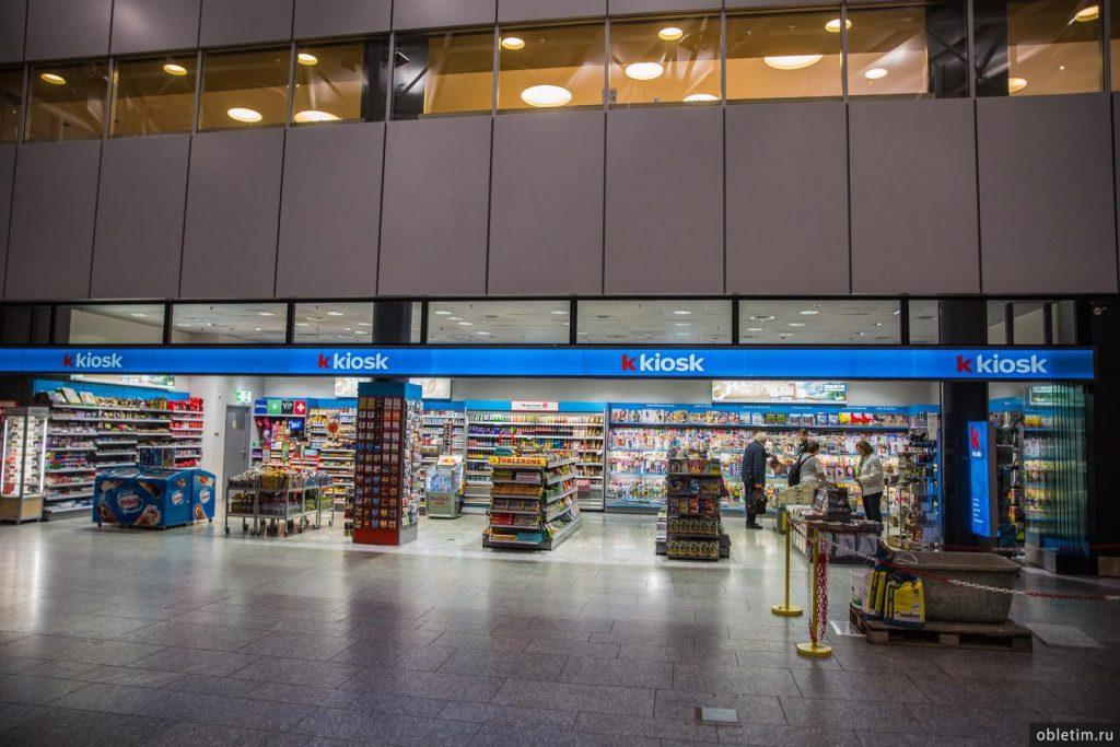 Магазин в аэропорту Цюриха перед входом в зону вылета
